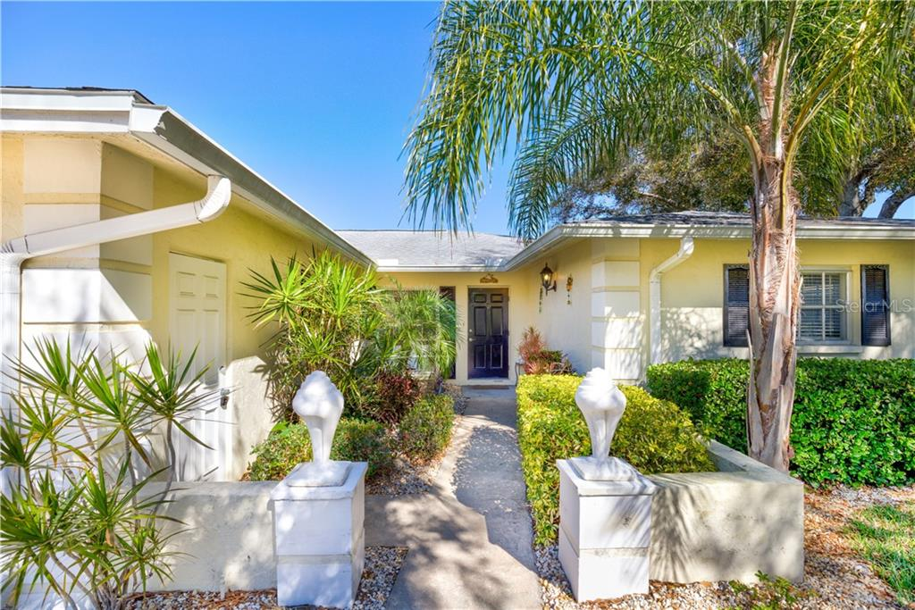 Villa for sale at 5621 Palm Aire Dr, Sarasota, FL 34243 - MLS Number is A4426007