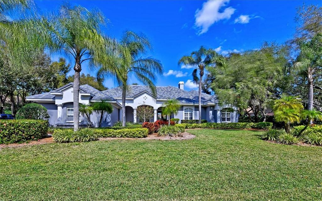 Single Family Home for sale at 425 Macewen Dr, Osprey, FL 34229 - MLS Number is A4428519