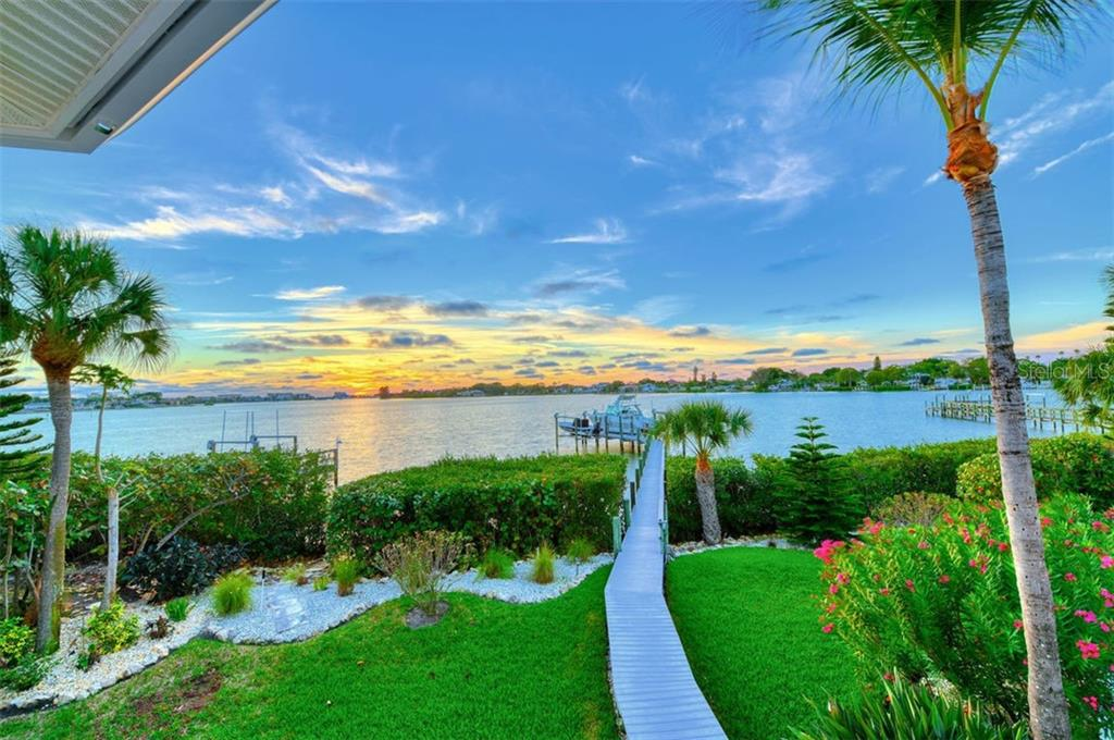 HOA - Single Family Home for sale at 737 Eagle Point Dr, Venice, FL 34285 - MLS Number is A4428917