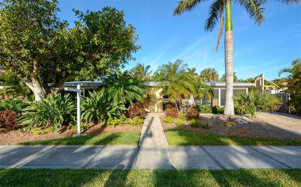 Duplex/Triplex for sale at 5290 Avenida Navarra, Sarasota, FL 34242 - MLS Number is A4432152