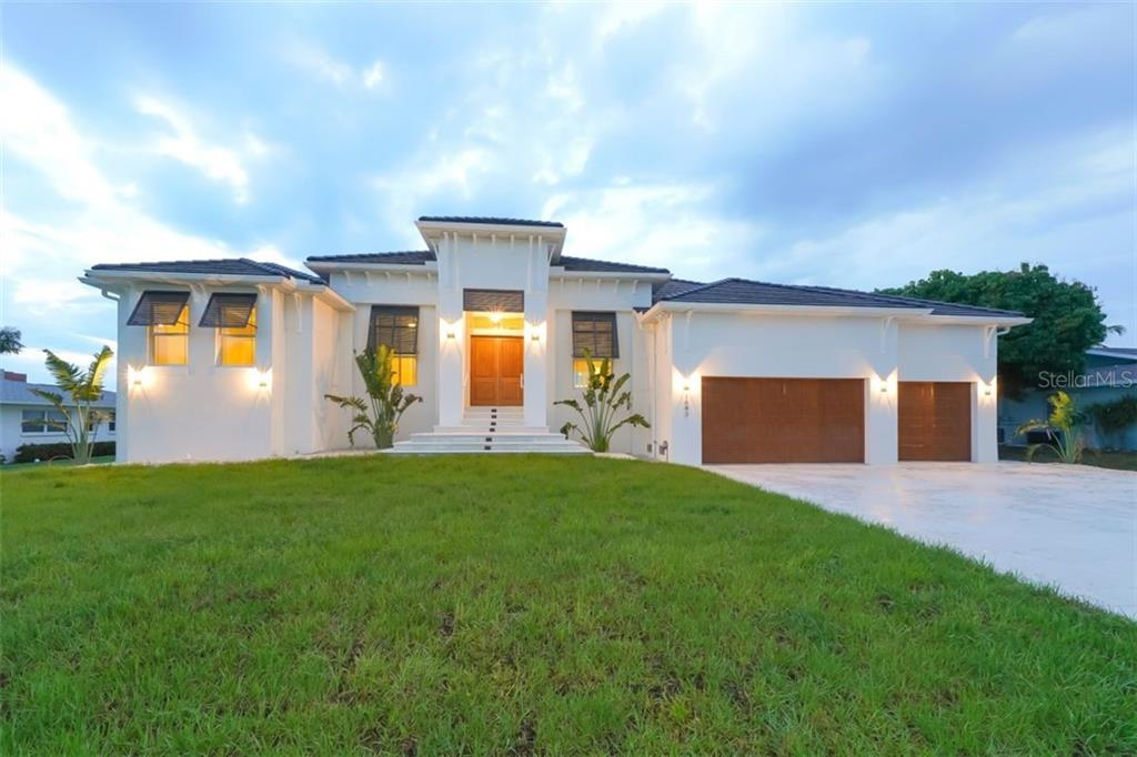 Front exposure - Single Family Home for sale at 1643 Stanford Ln, Sarasota, FL 34231 - MLS Number is A4435709