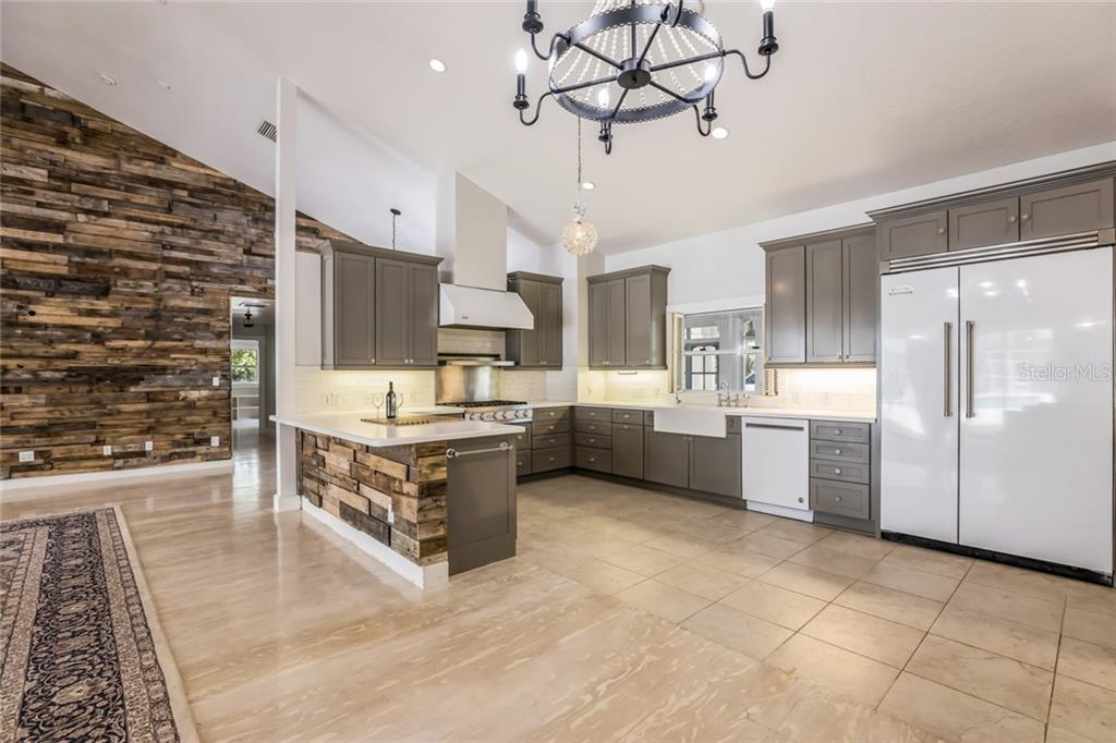 State of the Art Gourmet kitchen w/high end Viking appliances - Single Family Home for sale at 1810 21st St W, Palmetto, FL 34221 - MLS Number is A4438160