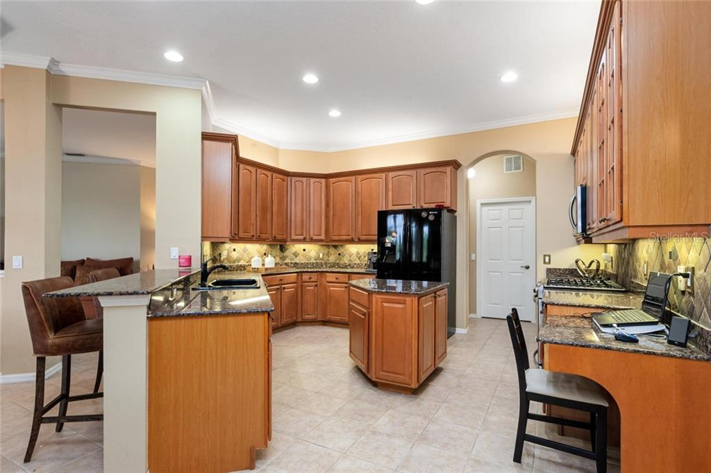 Granite counter tops. Natural gas cook top. - Single Family Home for sale at 13818 Nighthawk Ter, Lakewood Ranch, FL 34202 - MLS Number is A4438487