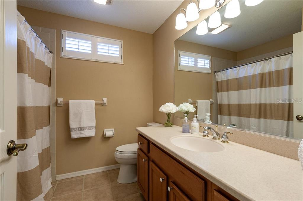 Ground floor guest bathroom - Single Family Home for sale at 13818 Nighthawk Ter, Lakewood Ranch, FL 34202 - MLS Number is A4438487