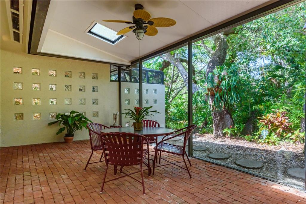 Screened lanai with red brick floor - Single Family Home for sale at 8511 Heron Lagoon Cir, Sarasota, FL 34242 - MLS Number is A4439489