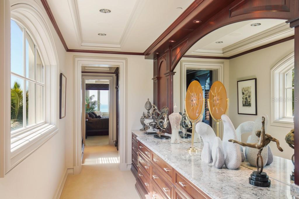 Sitting room between the two master suites - Single Family Home for sale at 845 Longboat Club Rd, Longboat Key, FL 34228 - MLS Number is A4440615