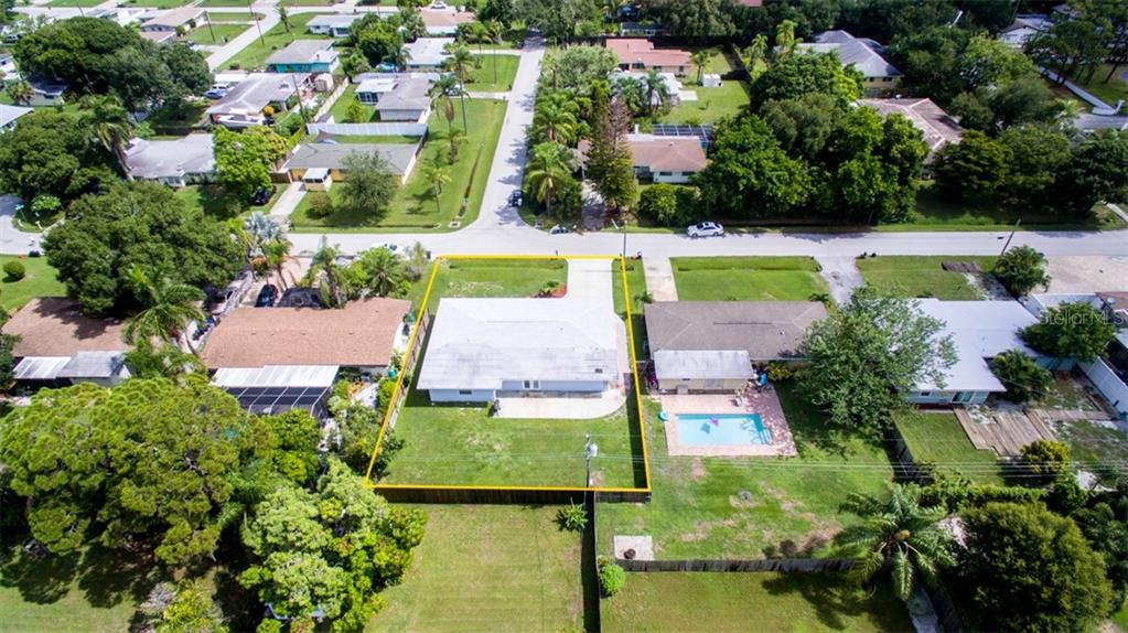 Single Family Home for sale at 2322 Cadillac St, Sarasota, FL 34231 - MLS Number is A4440841