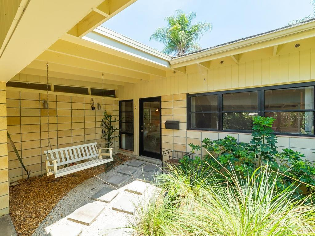 Single Family Home for sale at 509 Beach Park Blvd, Venice, FL 34285 - MLS Number is A4441235