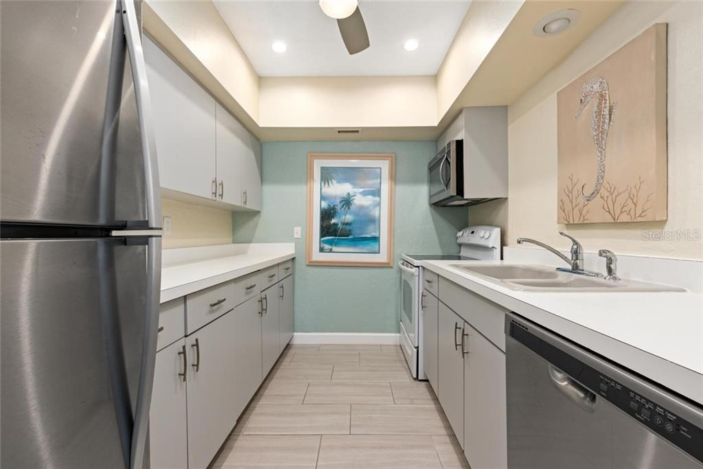 Tiger Kitchen. - Single Family Home for sale at 523 Beach Rd, Sarasota, FL 34242 - MLS Number is A4446354