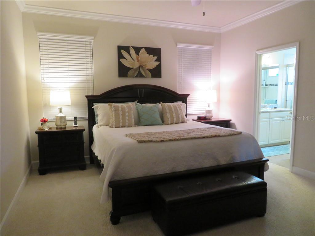 Master Bedroom with crown molding - Single Family Home for sale at 5727 Arbor Wood Ct, Bradenton, FL 34203 - MLS Number is A4448047