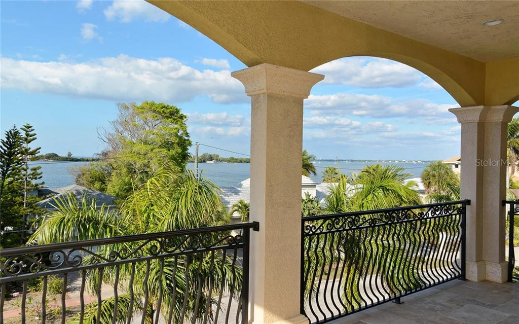 Single Family Home for sale at 263 N Washington Dr, Sarasota, FL 34236 - MLS Number is A4448901