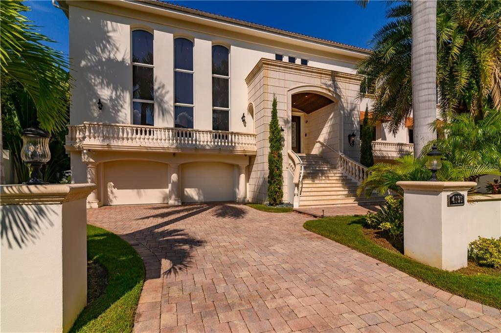 Single Family Home for sale at 4136 Roberts Point Cir, Sarasota, FL 34242 - MLS Number is A4450777