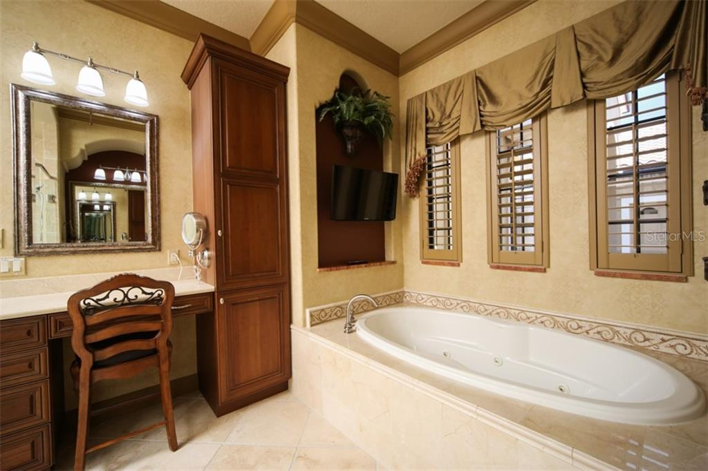 Jetted tub - Single Family Home for sale at 15212 Linn Park Ter, Lakewood Ranch, FL 34202 - MLS Number is A4450793