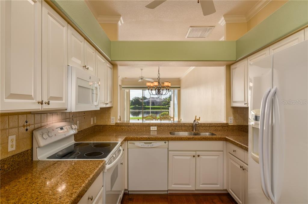 Kitchen - Villa for sale at 4560 Samoset Dr, Sarasota, FL 34241 - MLS Number is A4455487