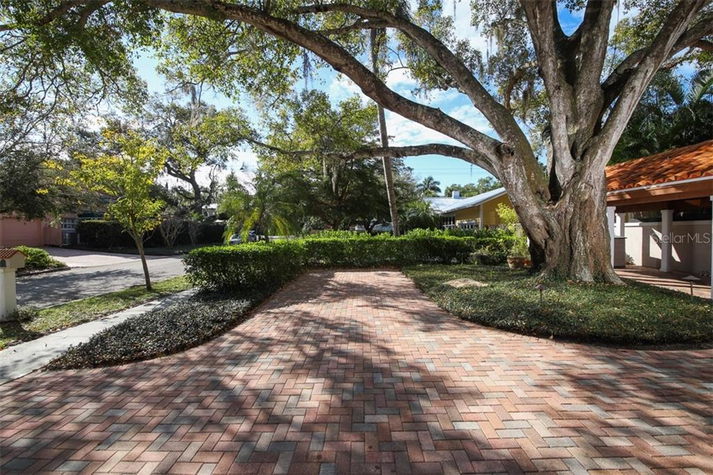 Driveway and street parking - Single Family Home for sale at 3838 Flores Ave, Sarasota, FL 34239 - MLS Number is A4461669