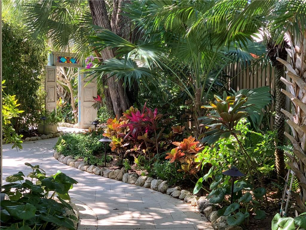 Travertine pathway meandering through gardens - Single Family Home for sale at 7340 Point Of Rocks Rd, Sarasota, FL 34242 - MLS Number is A4461841