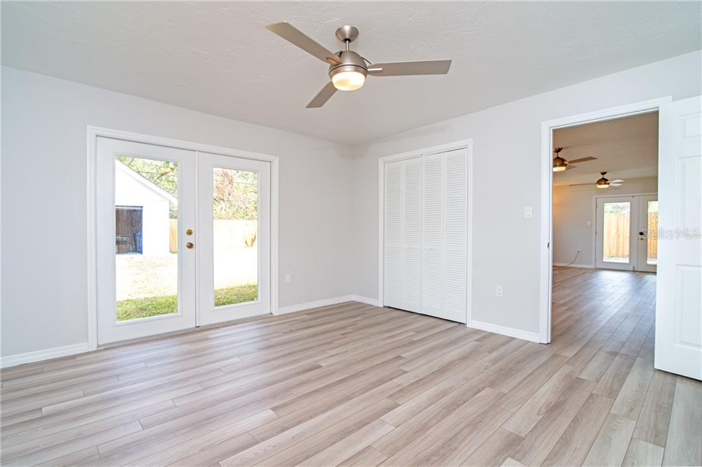 Nice Closet space in the master with additional in the ensuite bathroom area. - Single Family Home for sale at 5057 Bell Meade Dr, Sarasota, FL 34232 - MLS Number is A4461883