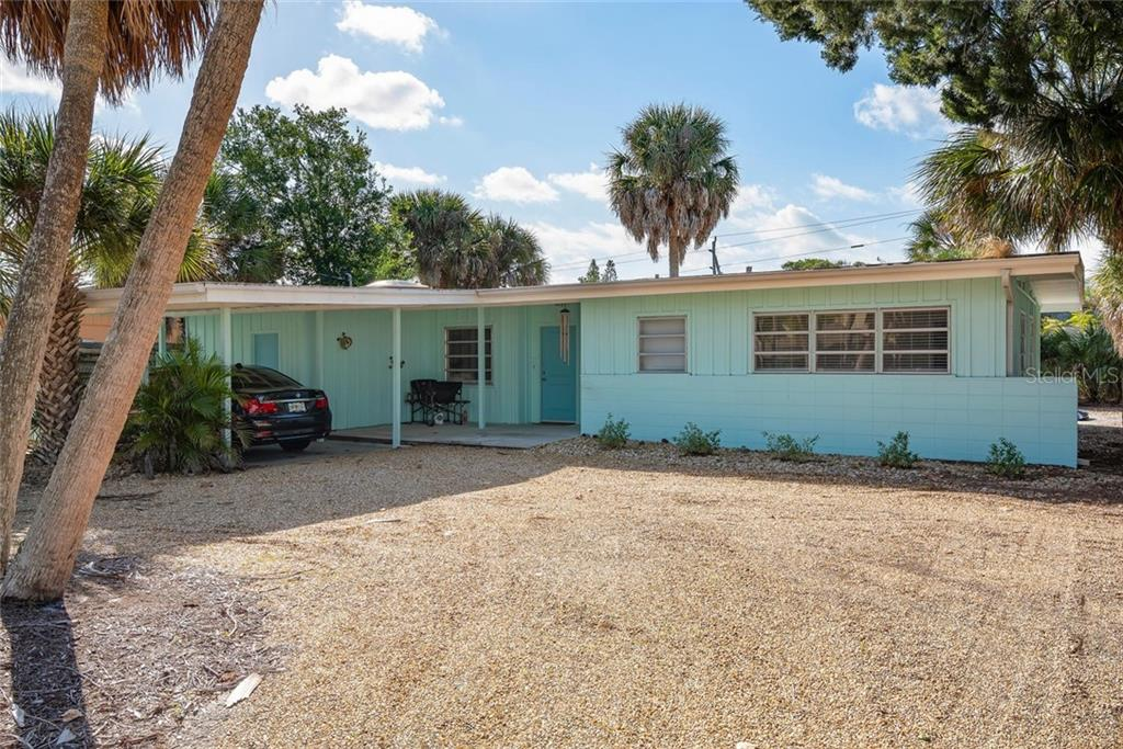 Single Family Home for sale at 312 Avenida Madera, Sarasota, FL 34242 - MLS Number is A4462028