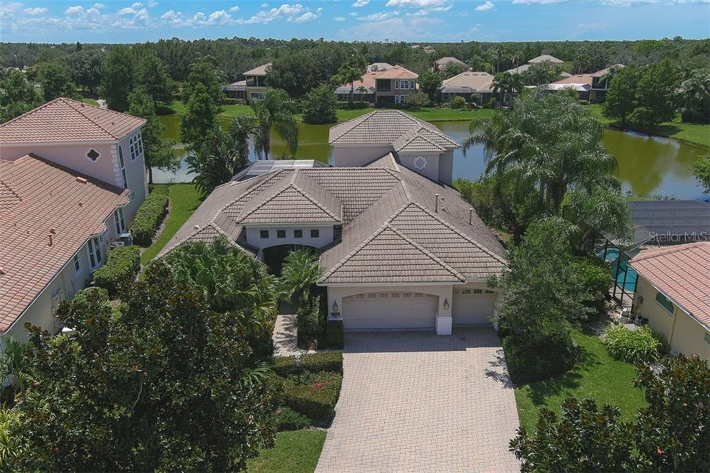 COVID19 Showings - Single Family Home for sale at 7009 Kingsmill Ct, Lakewood Ranch, FL 34202 - MLS Number is A4464798