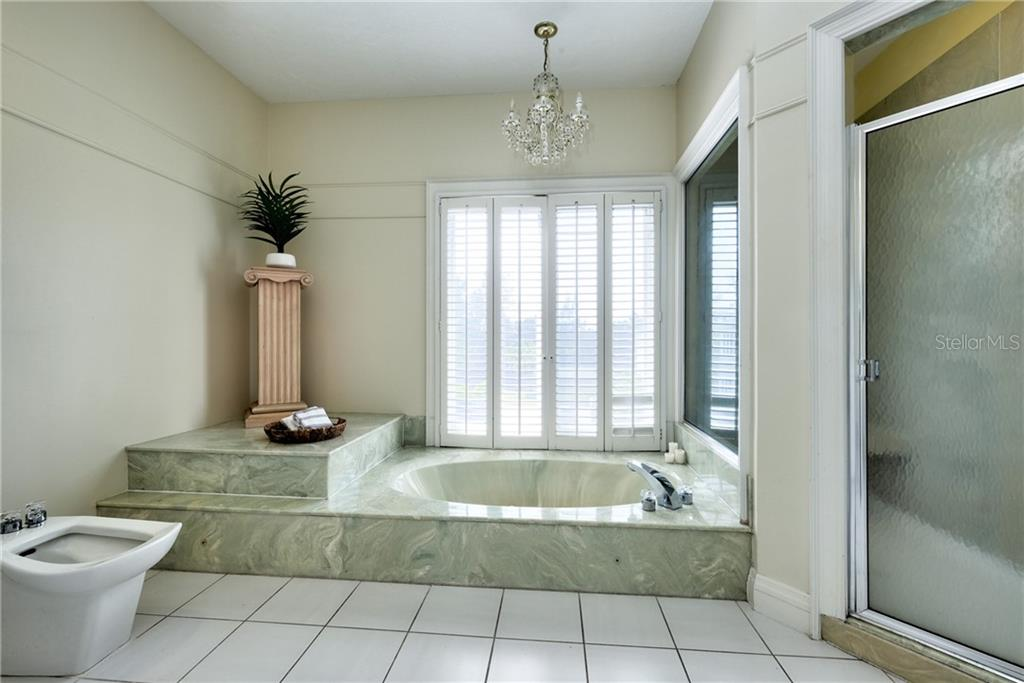 Large walk in shower. - Condo for sale at 515 Forest Way, Longboat Key, FL 34228 - MLS Number is A4465231