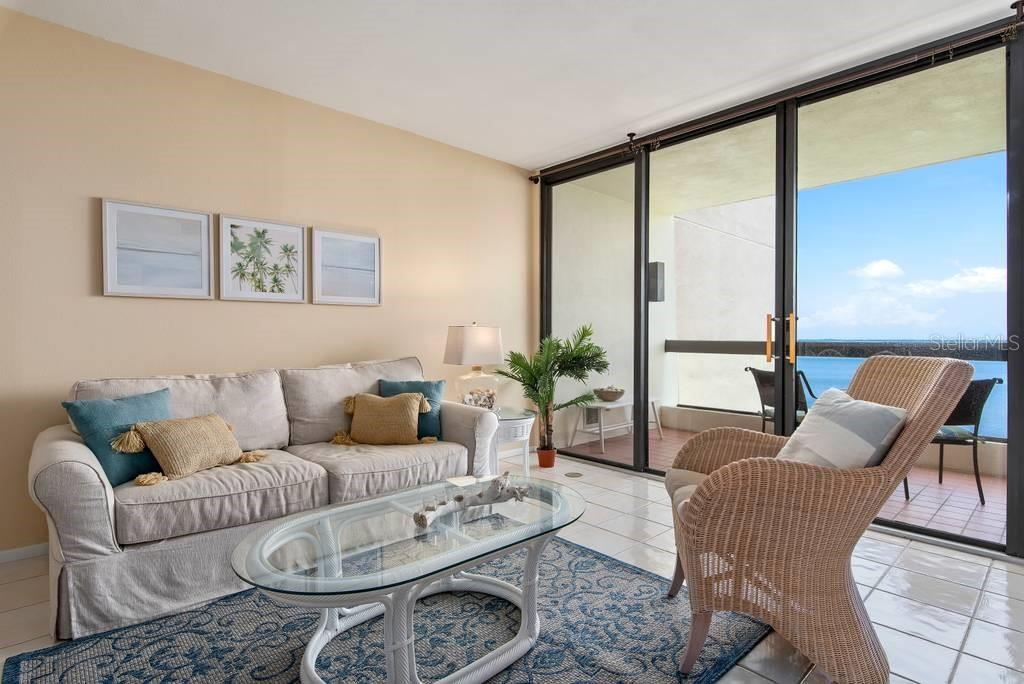 Cozy, Cozy, Cozy - Condo for sale at 2016 Harbourside Dr #352, Longboat Key, FL 34228 - MLS Number is A4470767