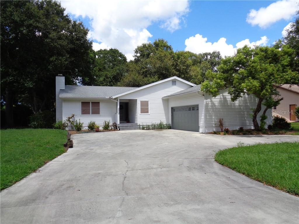 Single Family Home for sale at 4424 Meadow Creek Cir, Sarasota, FL 34233 - MLS Number is A4474675