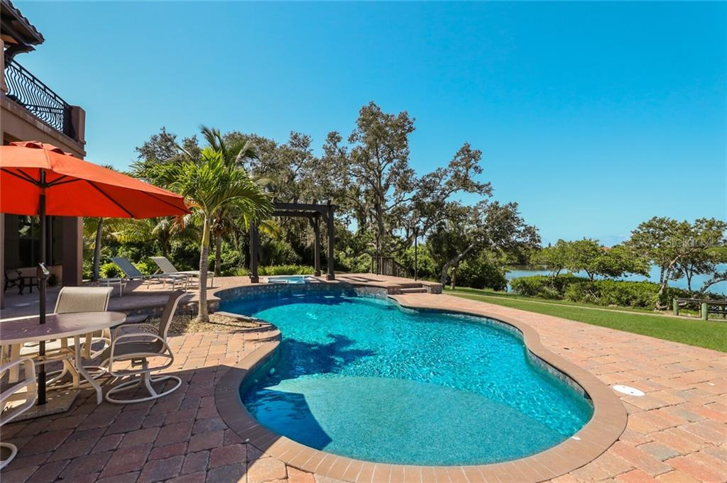 Single Family Home for sale at 4925 Topsail Dr, Nokomis, FL 34275 - MLS Number is A4475116