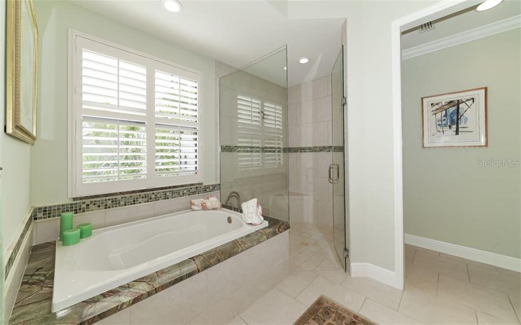 Garden tub, walk in shower and separate closet commode - Single Family Home for sale at 3538 Trebor Ln, Sarasota, FL 34235 - MLS Number is A4475545