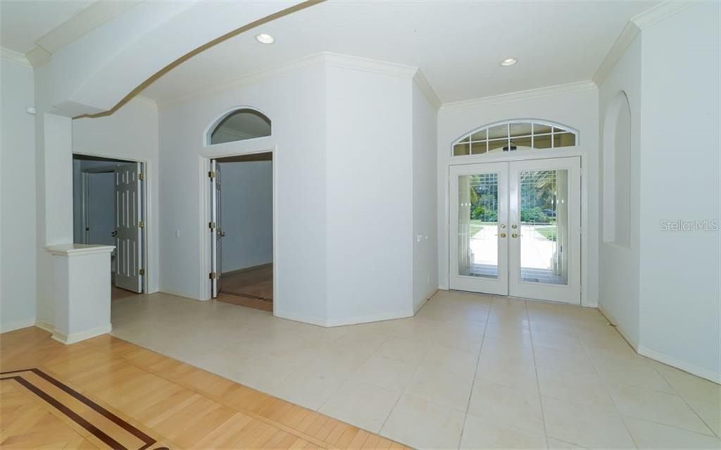 Foyer - Single Family Home for sale at 462 E Macewen Dr, Osprey, FL 34229 - MLS Number is A4476181