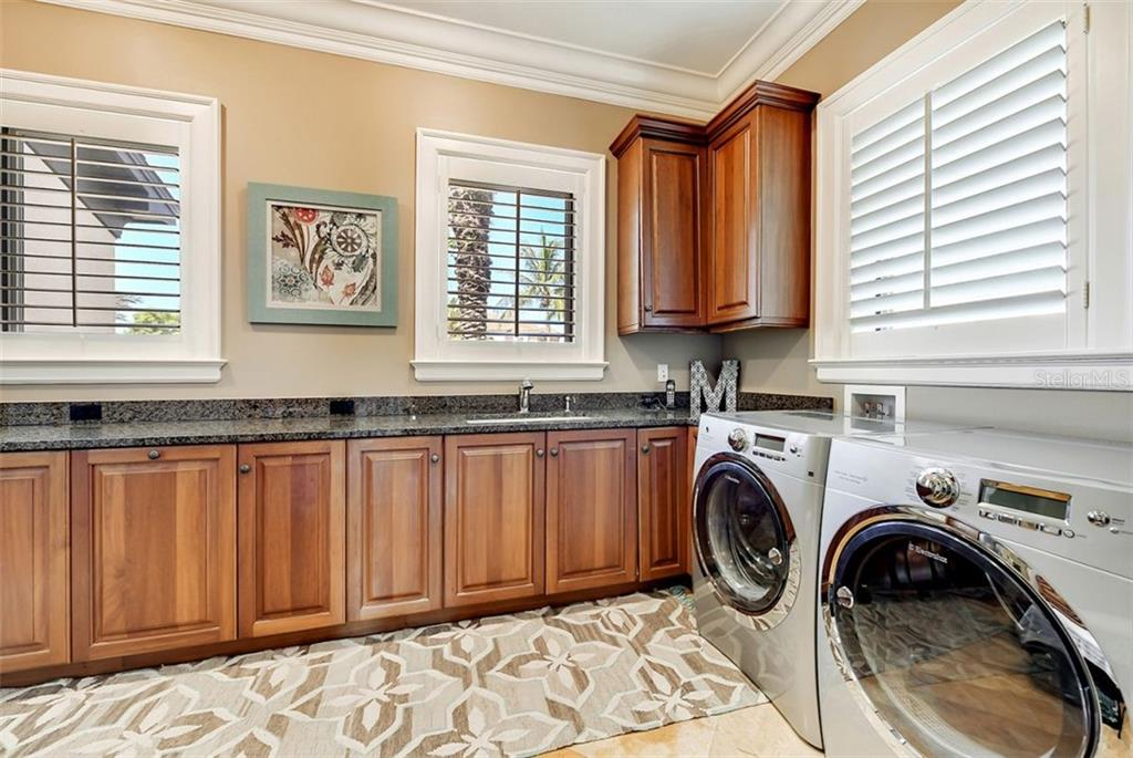 master bath - Single Family Home for sale at 1373 Harbor Dr, Sarasota, FL 34239 - MLS Number is A4477187