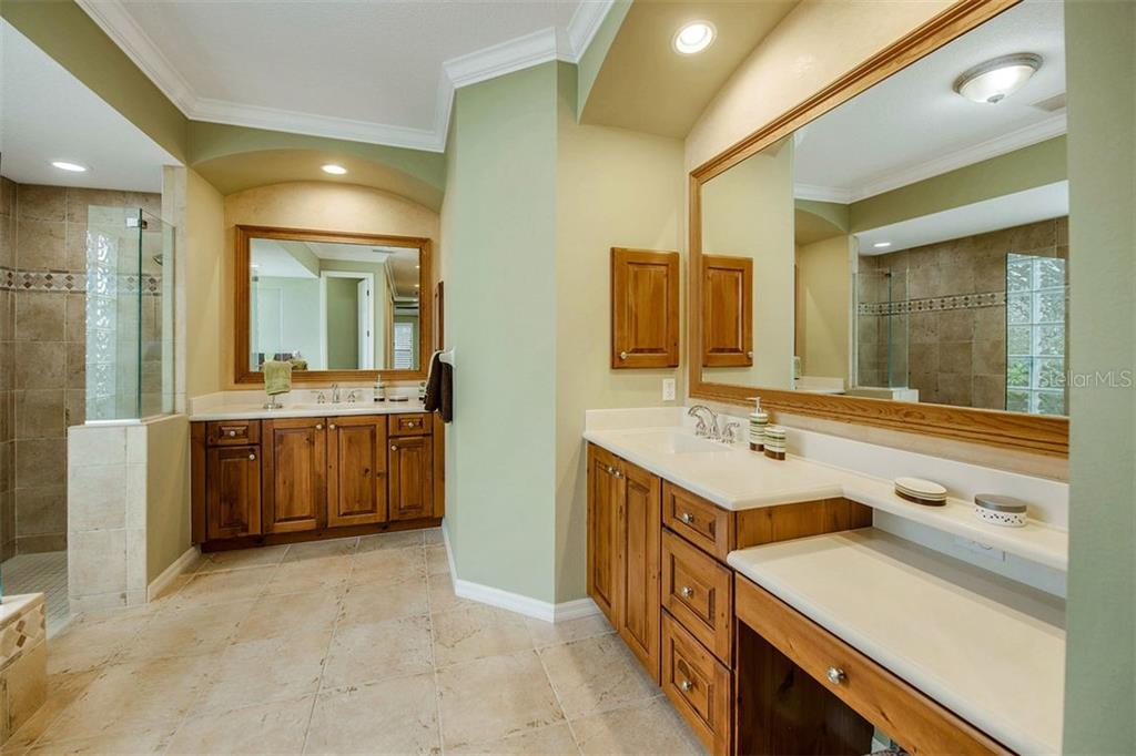 Master Bath with dual sinks, vanity, walk-in shower and soaker tub. - Single Family Home for sale at 684 Crane Prairie Way, Osprey, FL 34229 - MLS Number is A4478575