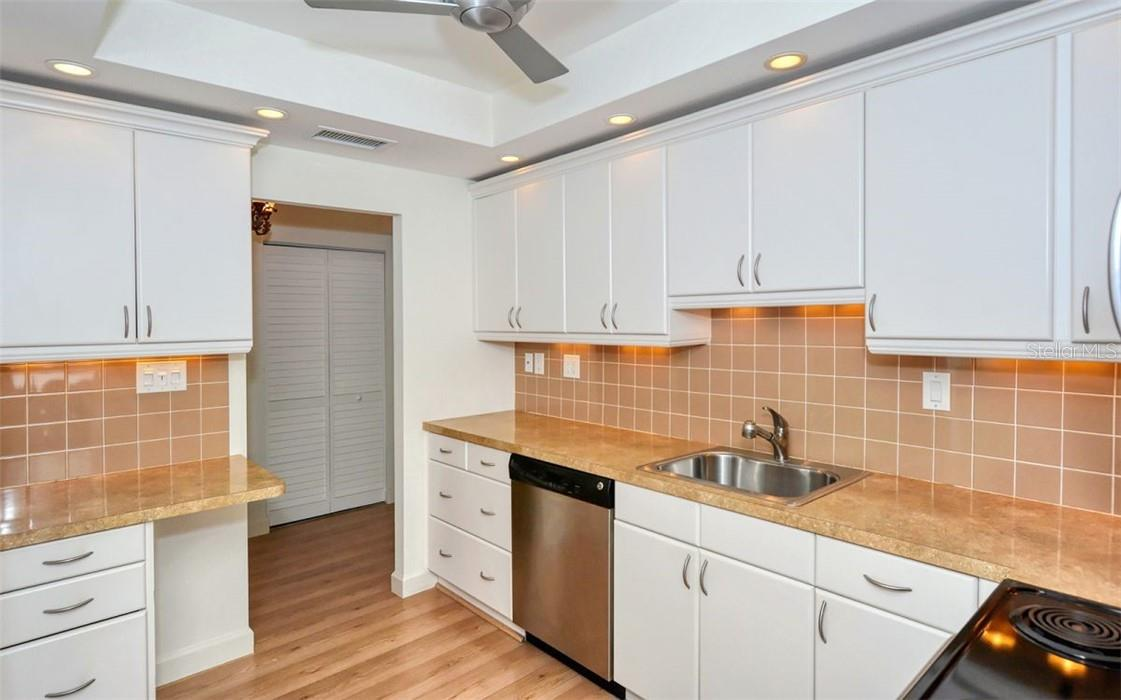 Nicely renovated kitchen. - Condo for sale at 707 S Gulfstream Ave #1002, Sarasota, FL 34236 - MLS Number is A4484781