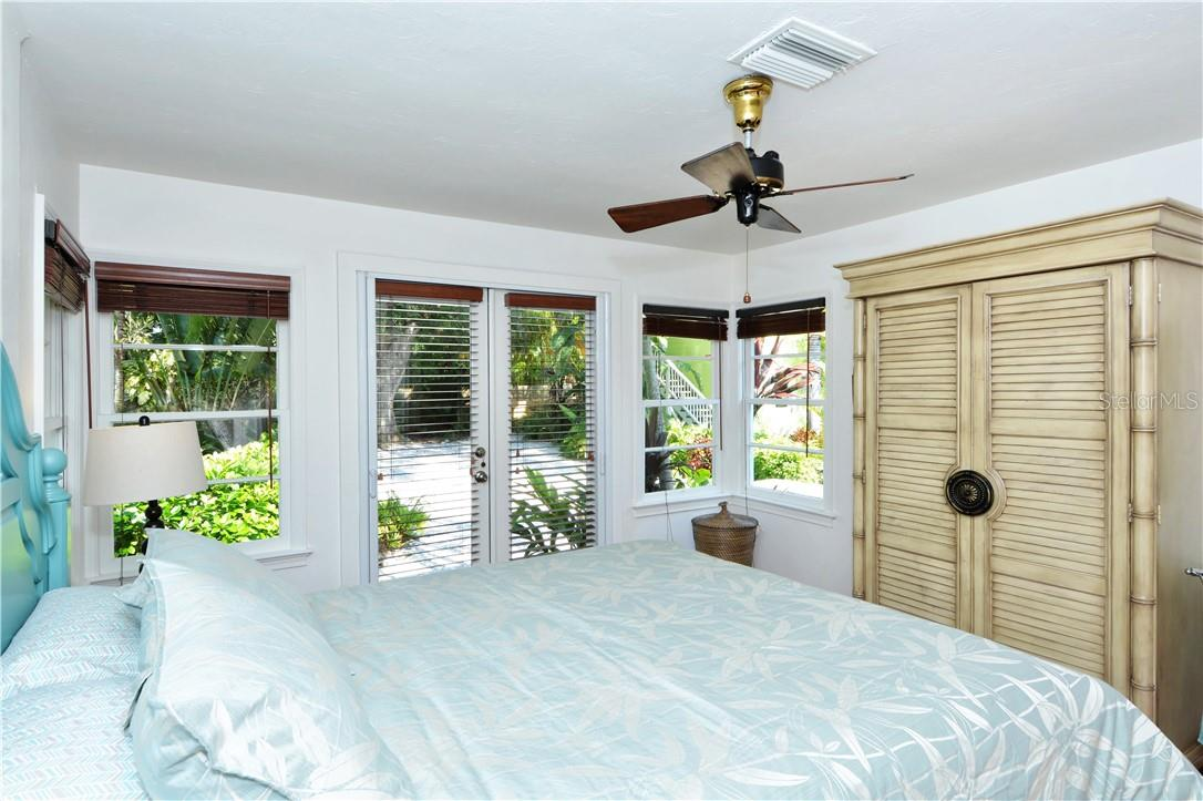 2nd bedroom with view of garden. - Single Family Home for sale at 542 Ohio Pl, Sarasota, FL 34236 - MLS Number is A4488498