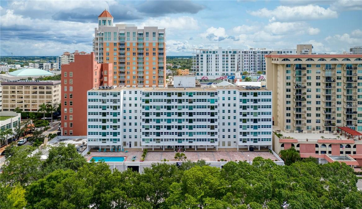 Building Exterior Western Facing - Condo for sale at 33 S Gulfstream Ave #405, Sarasota, FL 34236 - MLS Number is A4489097