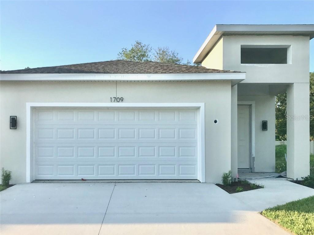 Neighboring Home - Single Family Home for sale at 1721 White Orchid Court, Sarasota, FL 34235 - MLS Number is A4491415