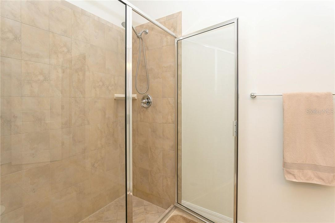Huge, easy access, walk-in shower - Villa for sale at 13883 Botteri St, Venice, FL 34293 - MLS Number is A4493523