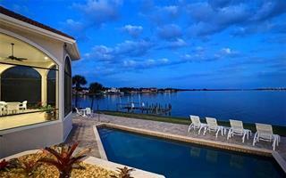 1584 Caribbean Dr, Sarasota, FL 34231