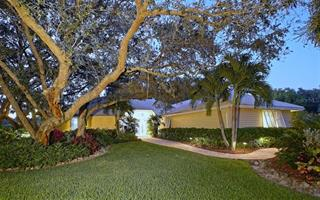 8729 Misty Creek Dr, Sarasota, FL 34241