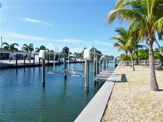 614 Emerald Ln, Holmes Beach, FL 34217