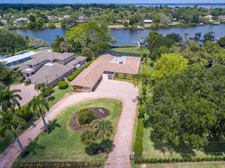 6108 Shore Acres Dr, Bradenton, FL 34209