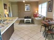 Eat-in kitchen by breakfast bar, Family room - Villa for sale at 510 Villa Park Dr #510, Nokomis, FL 34275 - MLS Number is A4188232