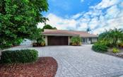 Single Family Home for sale at 568 Bird Key Dr, Sarasota, FL 34236 - MLS Number is A4477725