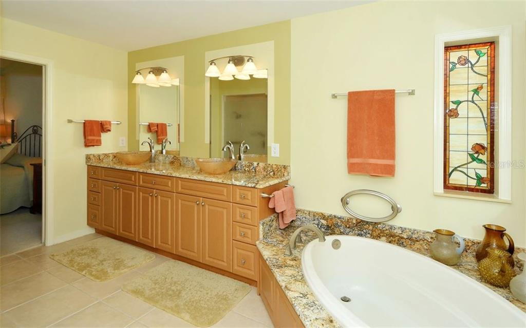 Master Bath - Single Family Home for sale at 1933 Innisbrook Ct, Venice, FL 34293 - MLS Number is N5912040