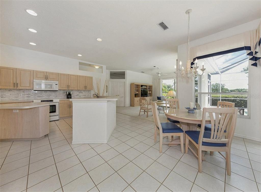 Kitchen / Dinette - Single Family Home for sale at 122 Ventana Way, Venice, FL 34292 - MLS Number is N5912714