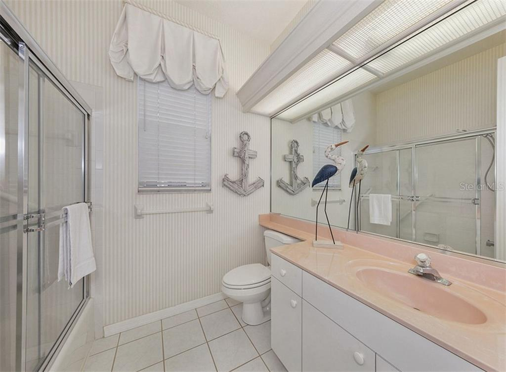Guest Bath - Single Family Home for sale at 122 Ventana Way, Venice, FL 34292 - MLS Number is N5912714