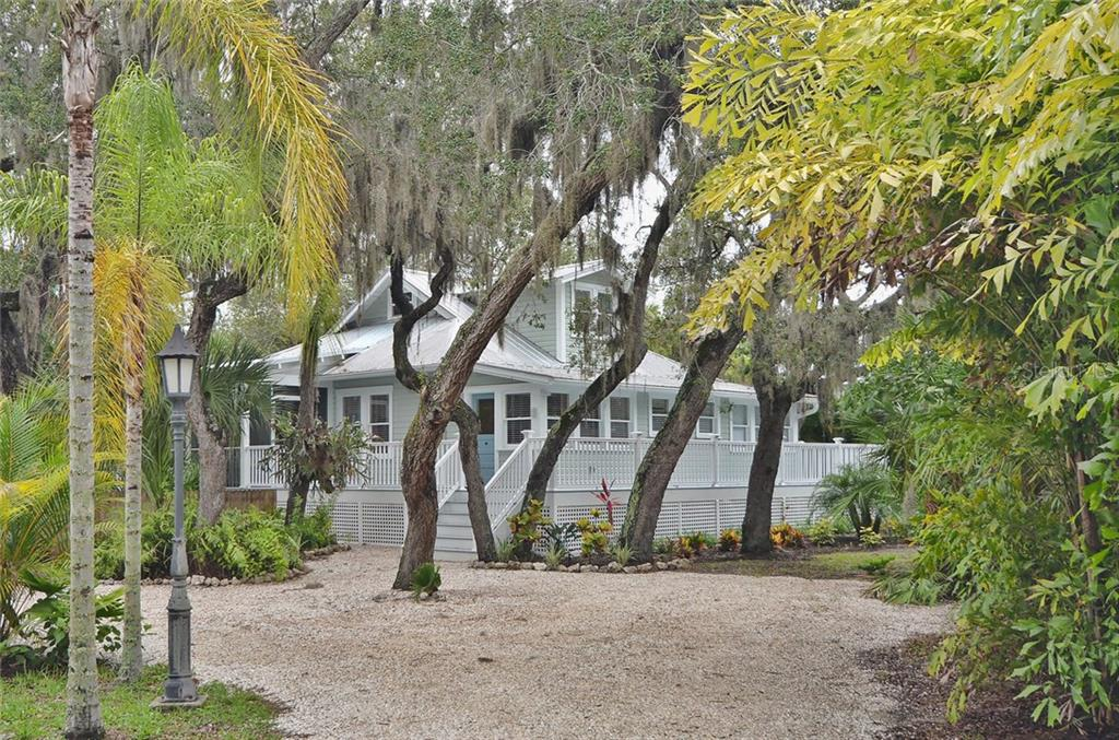 Front - Single Family Home for sale at 732 Eagle Point Dr, Venice, FL 34285 - MLS Number is N5913211