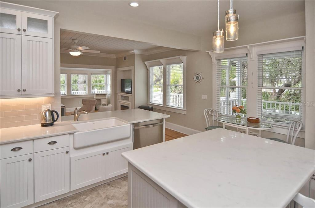 Kitchen/breakfast area - Single Family Home for sale at 732 Eagle Point Dr, Venice, FL 34285 - MLS Number is N5913211