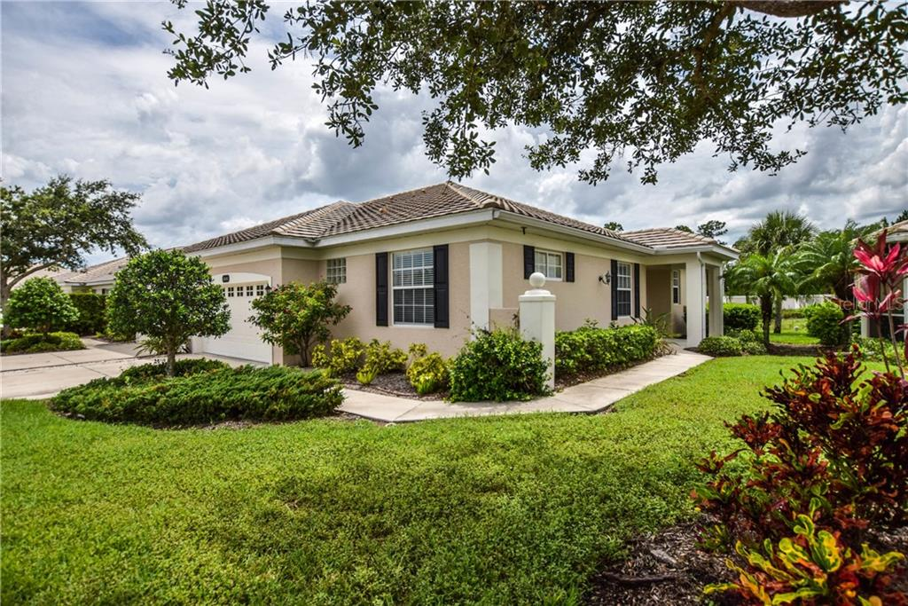 Front Exterior - Villa for sale at 1641 Monarch Dr #1641, Venice, FL 34293 - MLS Number is N5913259