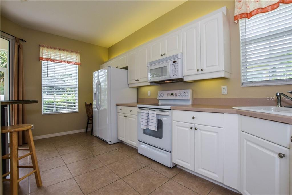 Kitchen - Villa for sale at 1641 Monarch Dr #1641, Venice, FL 34293 - MLS Number is N5913259