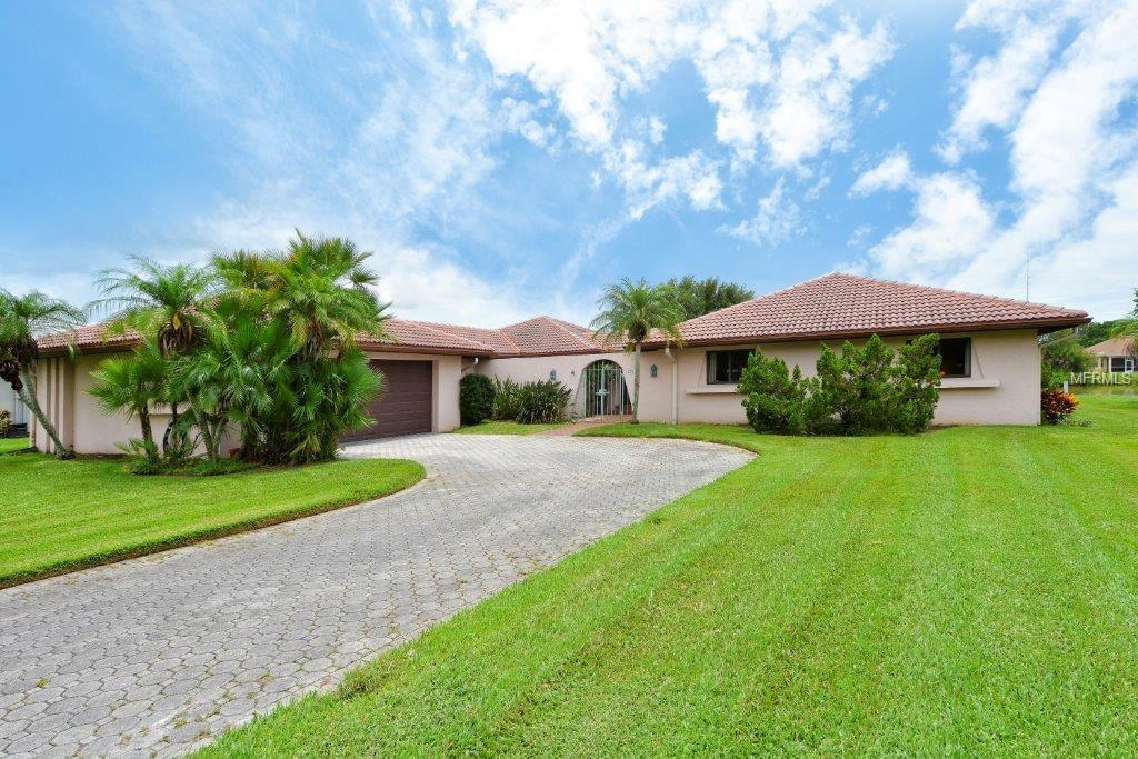 Single Family Home for sale at 2261 Lakewood Dr, Nokomis, FL 34275 - MLS Number is N5913280